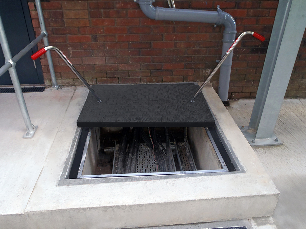 Sealed Fibrelite covers prevent water ingress.