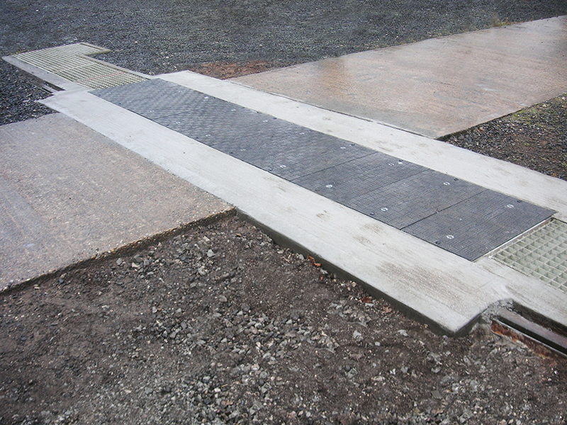 The Fibrelite D400 tonne load rated lightweight trench covers