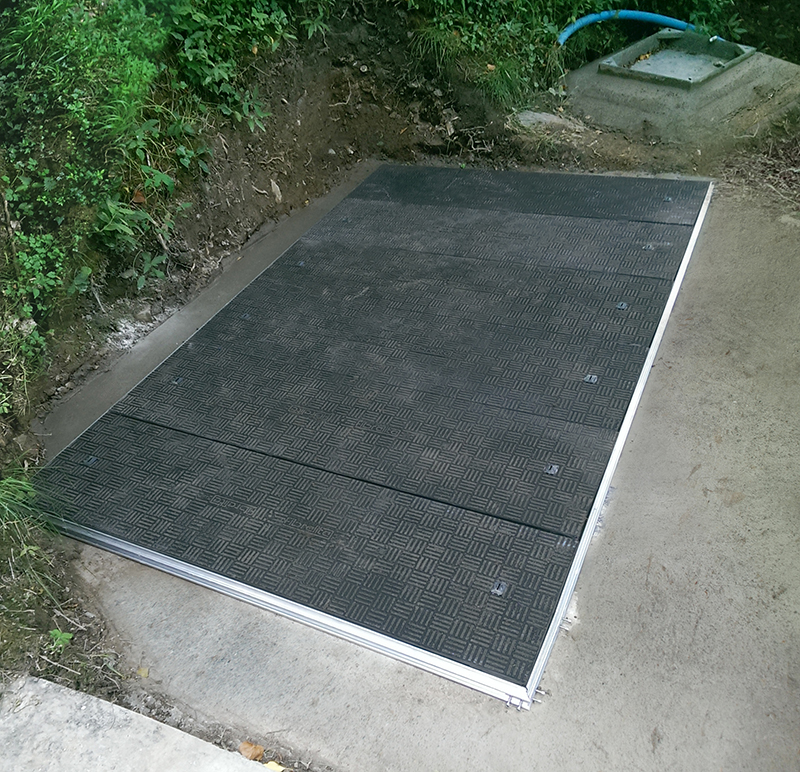Fibrelite A15 (1.5 tonne) load rated lightweight trench access covers