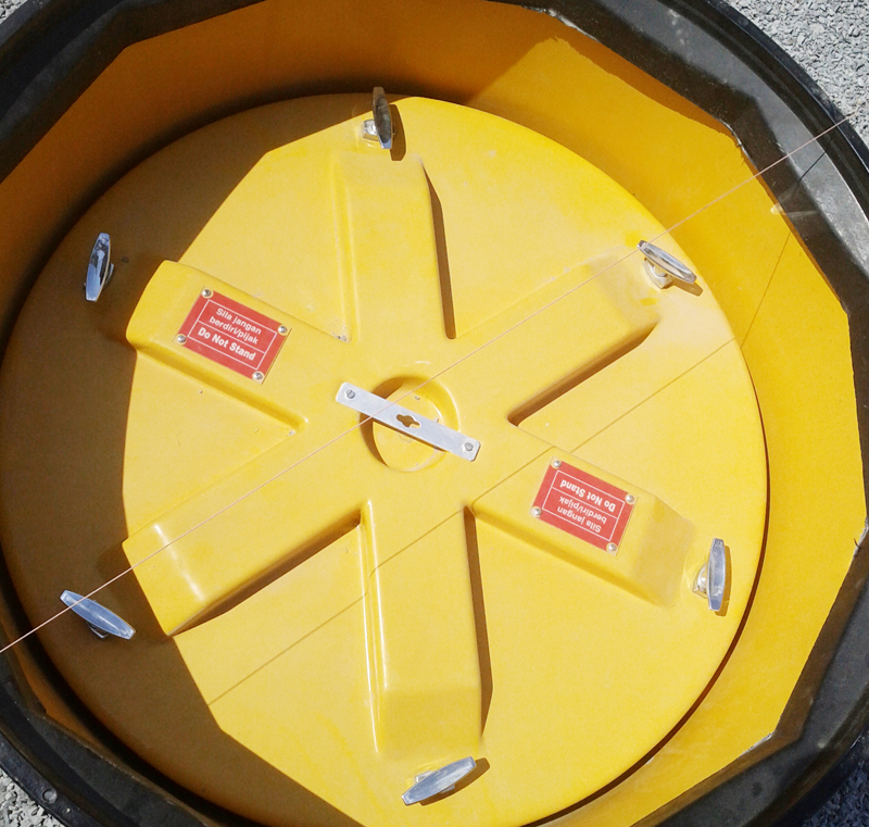 Fibrelite's locking watertight internal lid supplied with all turbine sumps