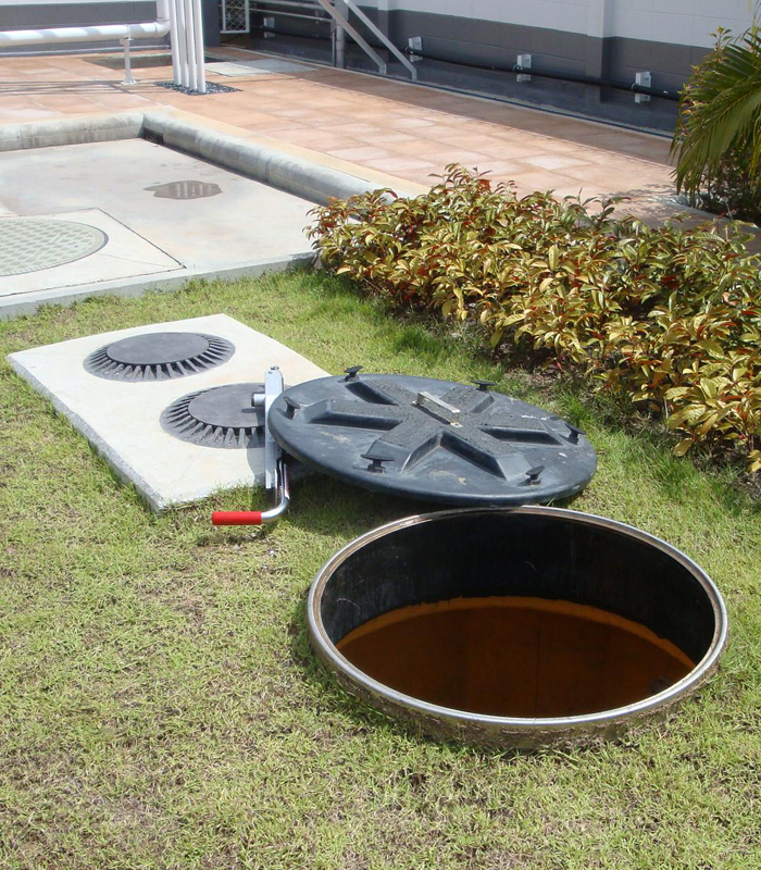 Fiberglass green area turbine sump with lockable watertight lid