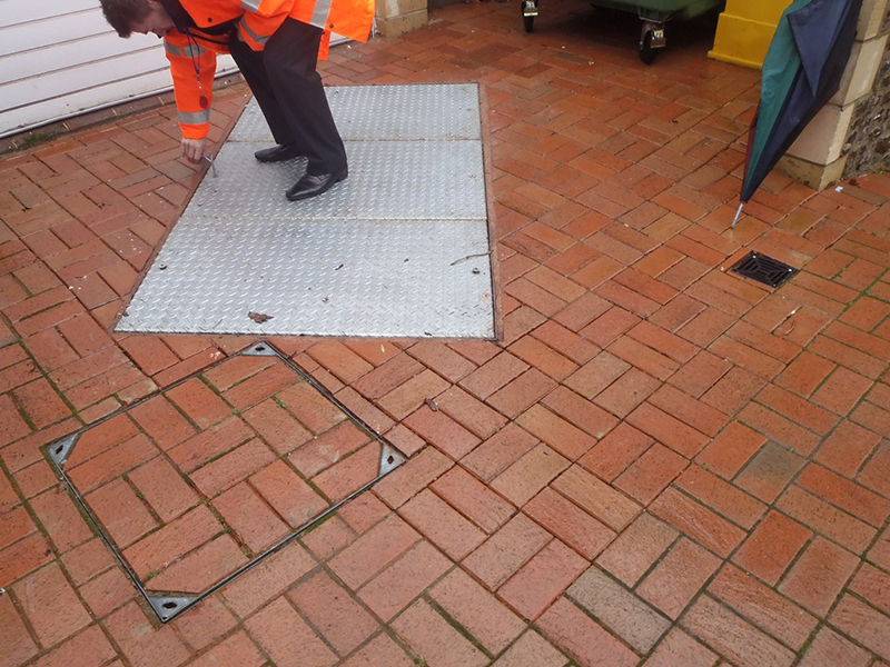 Unsafe lifting of the old covers - health and safety hazard