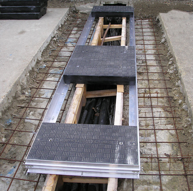 Fibrelite composite trench covers and aluminium frame during installation