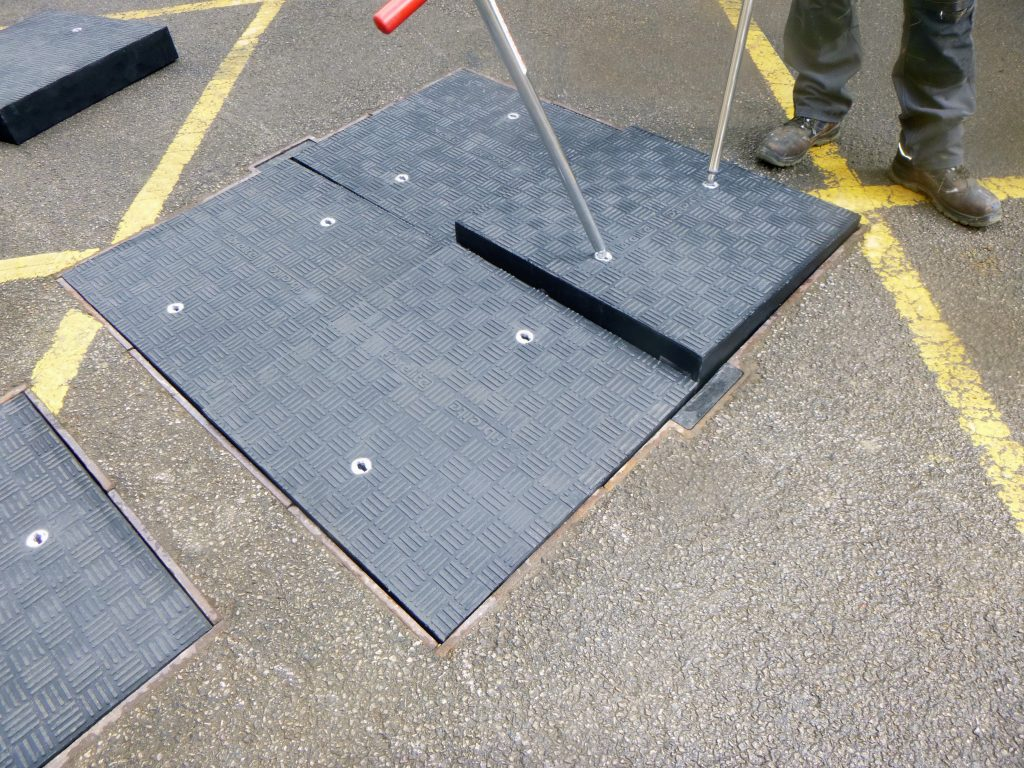 The Fibrelite D400 load rated covers can be easily removed and replaced using the FL7 lifting handles