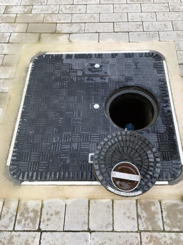 Fibrelite covers are corrosion-resistant, unlike metal covers