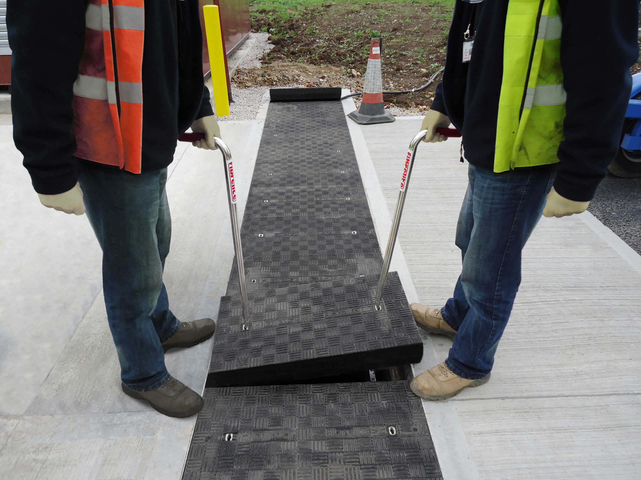 All Fibrelite trench covers can be safely and quickly removed by two people using the FL7 lifting handles (image used for illustration purposes and shows a different installation)