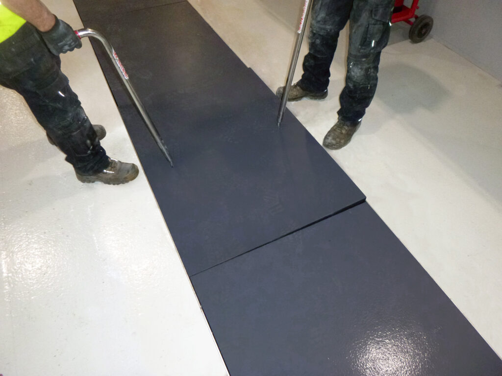 All Fibrelite trench covers can be safely and quickly removed by two people using the FL7 lifting handles