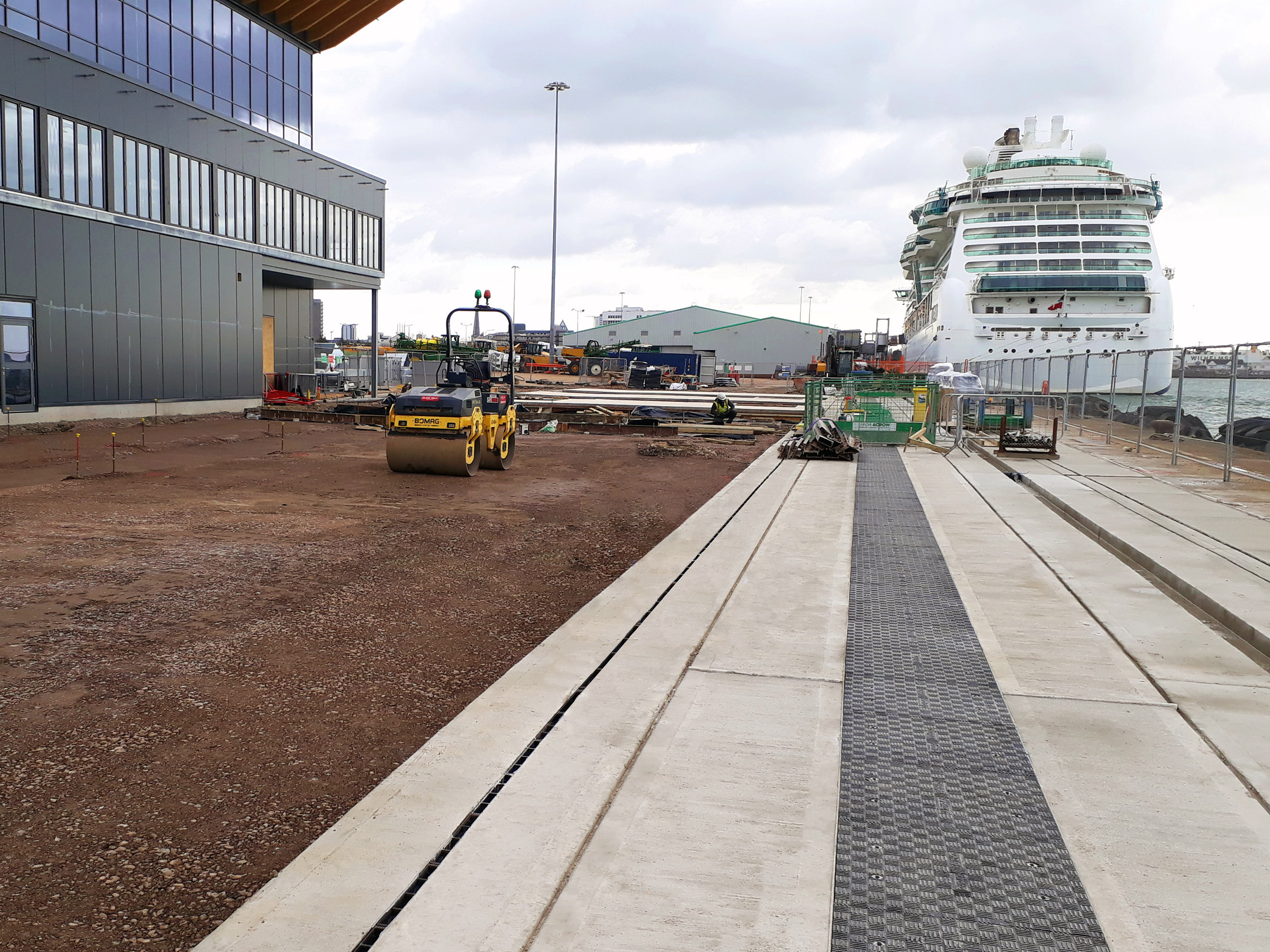 F900 (90-tonne) load rated GRP Fibrelite trench covers in precast concrete troughs:trenches at a cruise ship terminal
